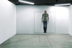 """""""3 carrés"""", 2015, Performance sonore durée indéterminée, adhésif au sol et au mur"""